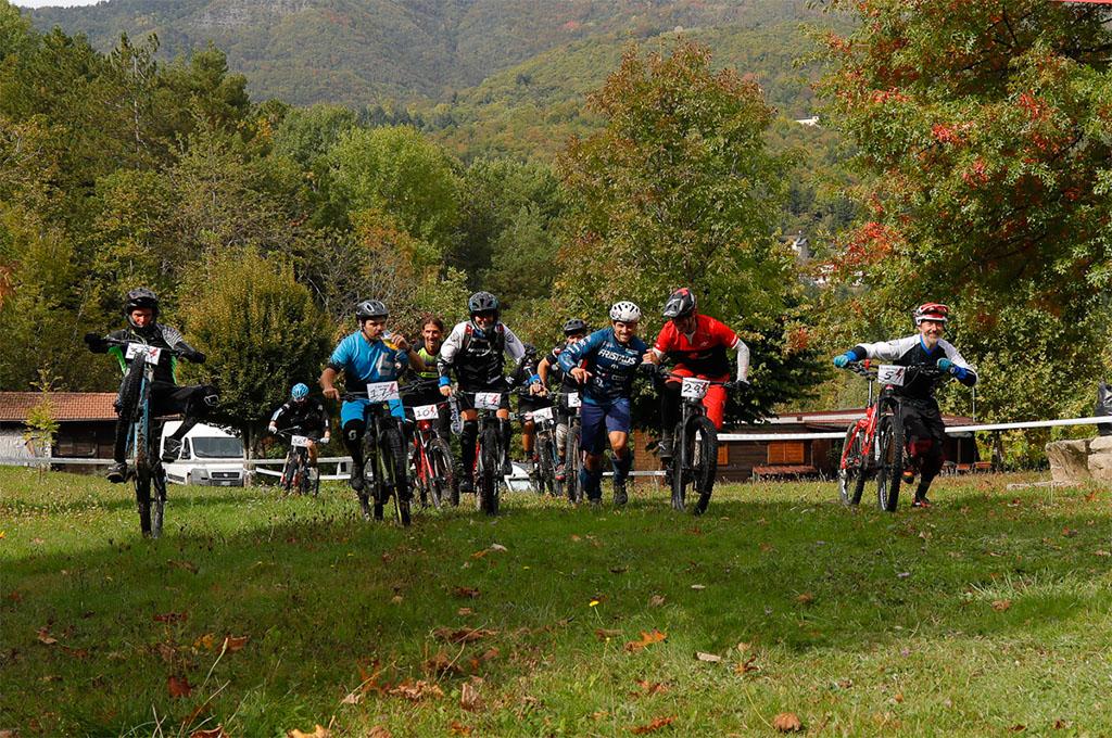 E-RACE Powered by THOK E-Bikes assieme al trail builder Pippo Marani