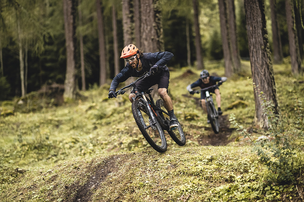 CANYON NEURON CF SLX la full suspension superlight da trail-riding