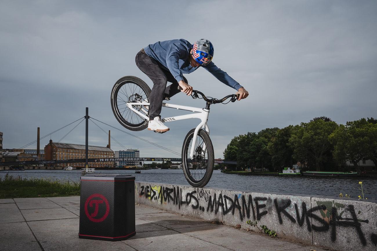 🎥 – Fabio Wibmer a Berlino per Teufel